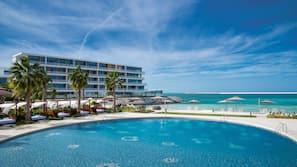 Piscina coperta, 2 piscine all'aperto, cabine incluse nel prezzo