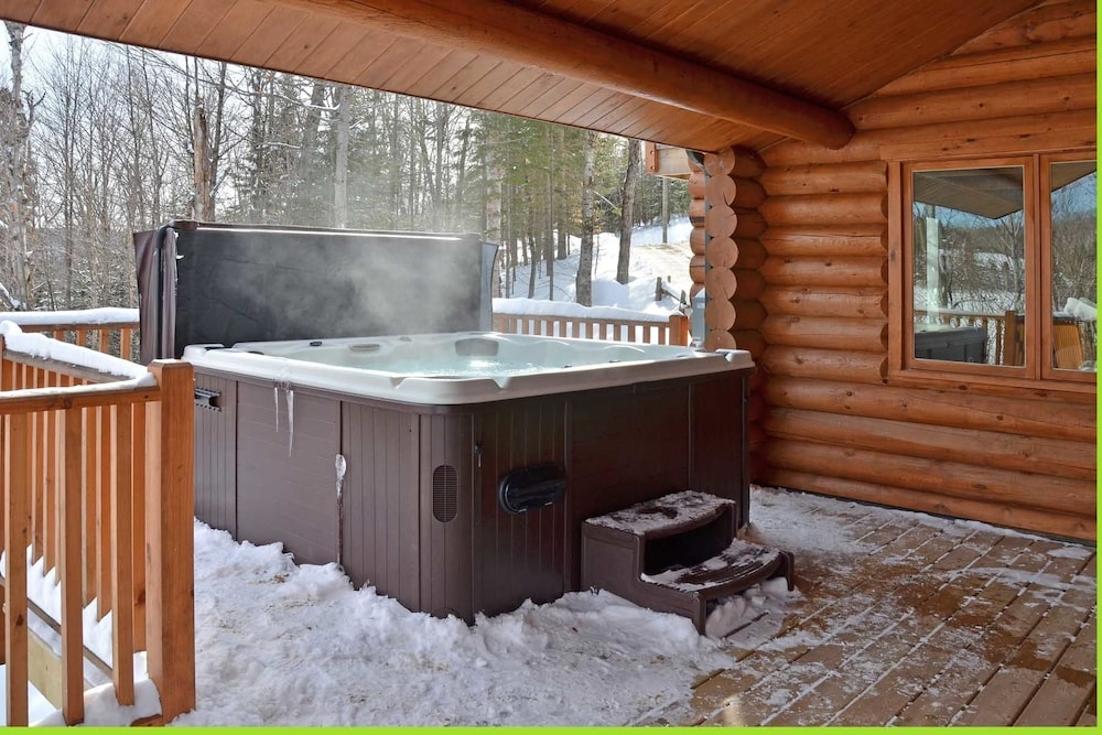 Outdoor Spa Tub, Chalet Serenite
