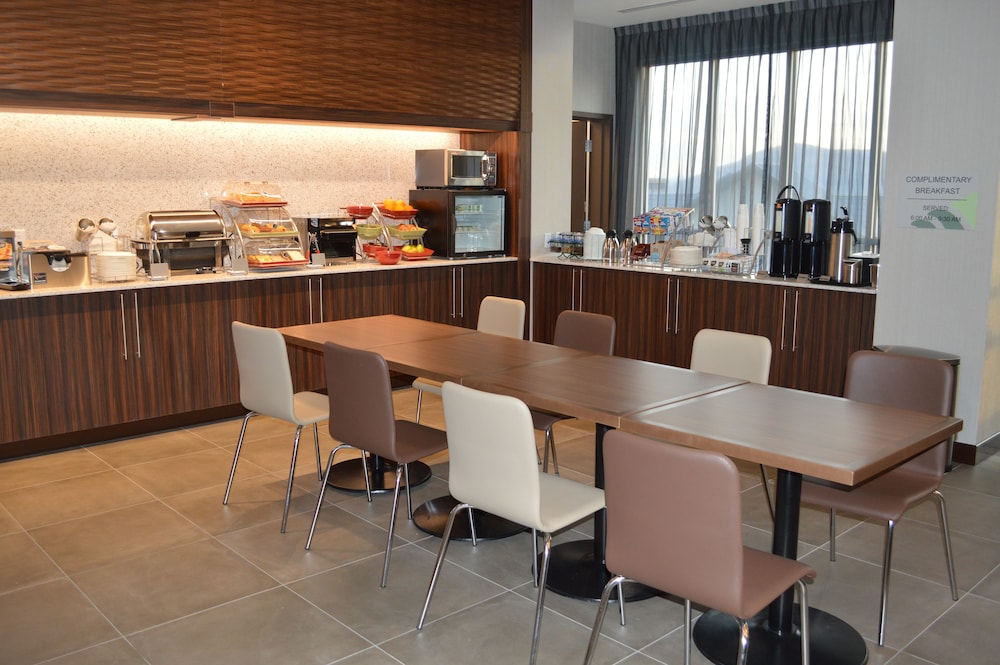 Breakfast Area, Wingate by Wyndham Kamloops