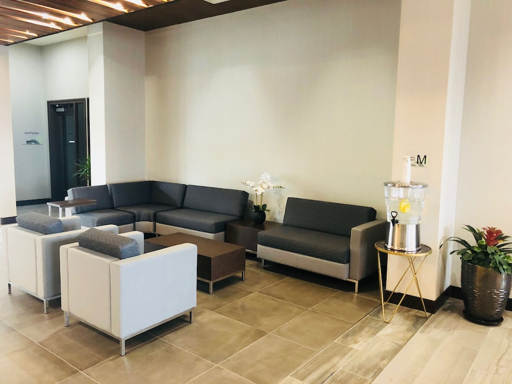 Lobby Sitting Area, Wingate by Wyndham Kamloops