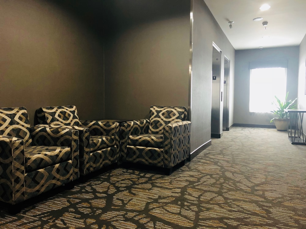 Hallway, Wingate by Wyndham Kamloops
