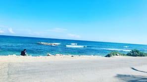 Ubicación cercana a la playa, arena blanca y 10 bares en la playa