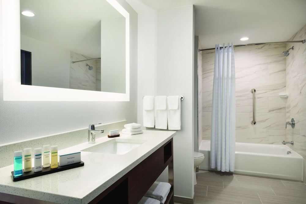 Bathroom, Embassy Suites by Hilton Noblesville Indianapolis Convention Center