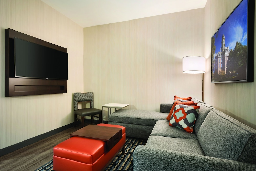 Living Area, Embassy Suites by Hilton Noblesville Indianapolis Convention Center