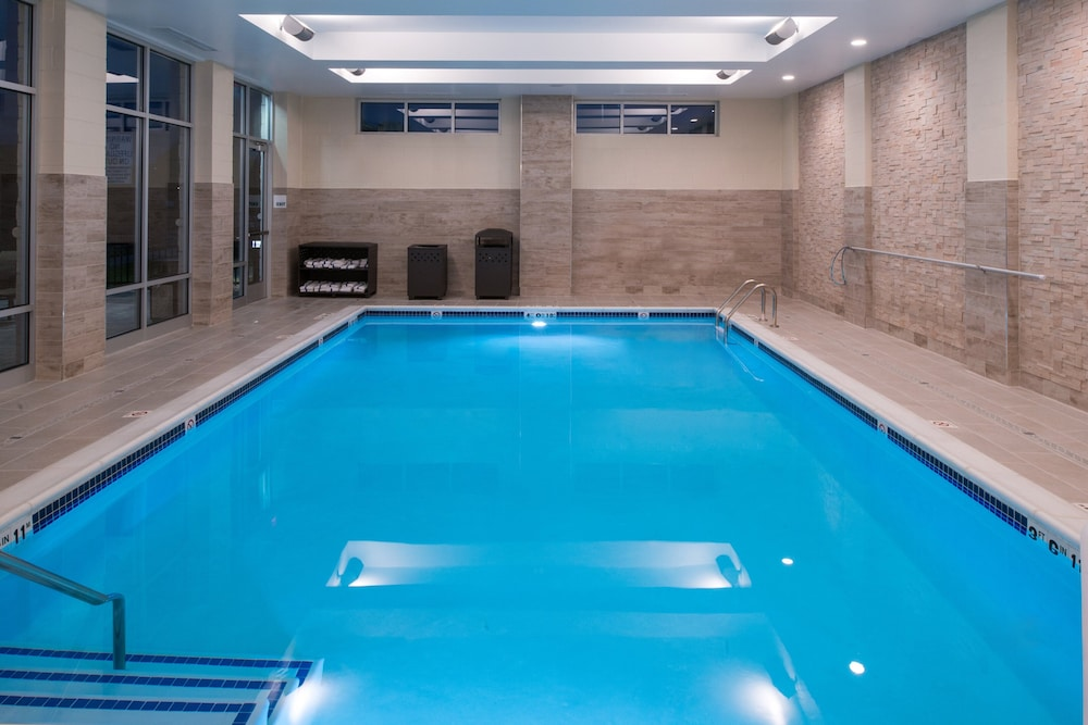 Pool, Holiday Inn Hotel & Suites Farmington Hills - Detroit NW