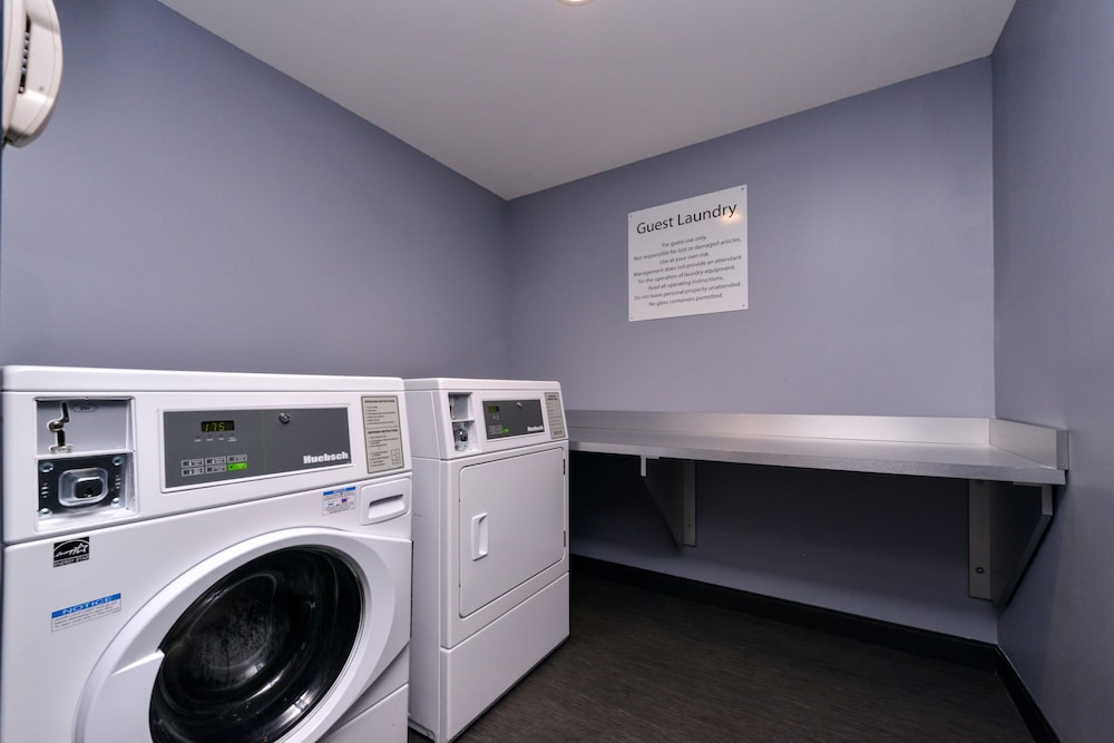 Laundry Room, Holiday Inn Hotel & Suites Farmington Hills - Detroit NW