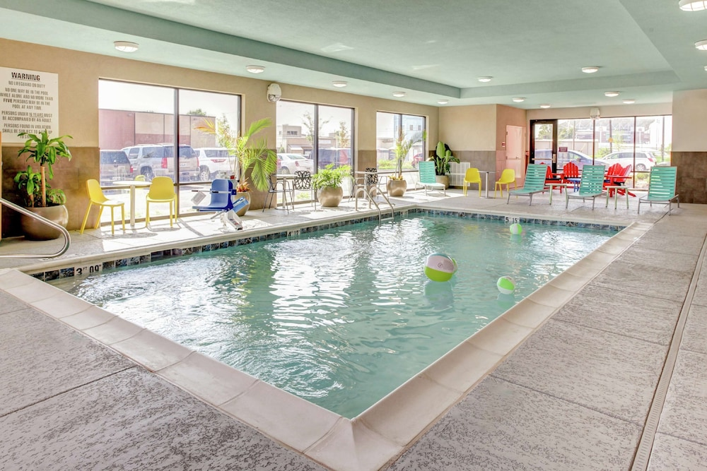 Pool, Home2 Suites by Hilton Louisville Airport/Expo Center, KY