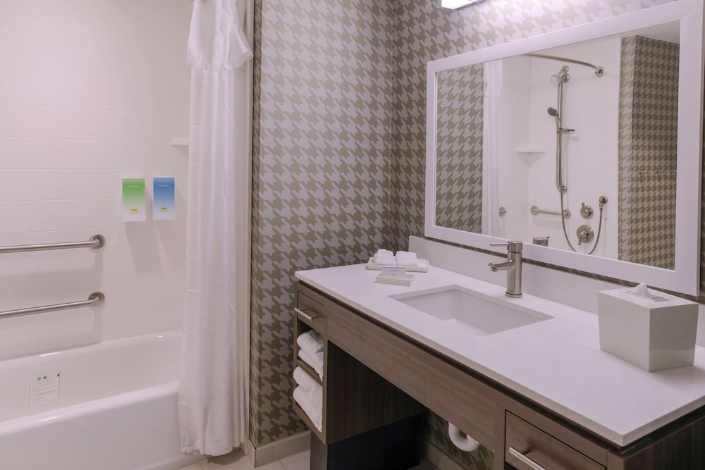 Bathroom, Home2 Suites by Hilton Louisville Airport/Expo Center, KY