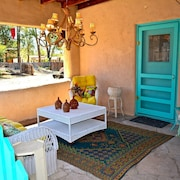 Casa Milagro Elegant Comfort in the Heart of Taos w/ Hot Tub