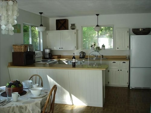 Private Kitchen, Book Your Waterfront Staycation!