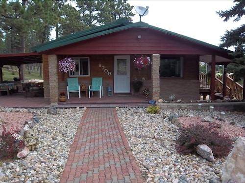 Great Place to stay Updated Home Located Near Black Hills Attractions! near Rapid City