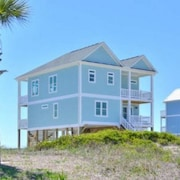 Beautiful & Brand New 6 Bdrm/3.5 Bath, Oceanfront Home w/ Private Pool-sleeps 14