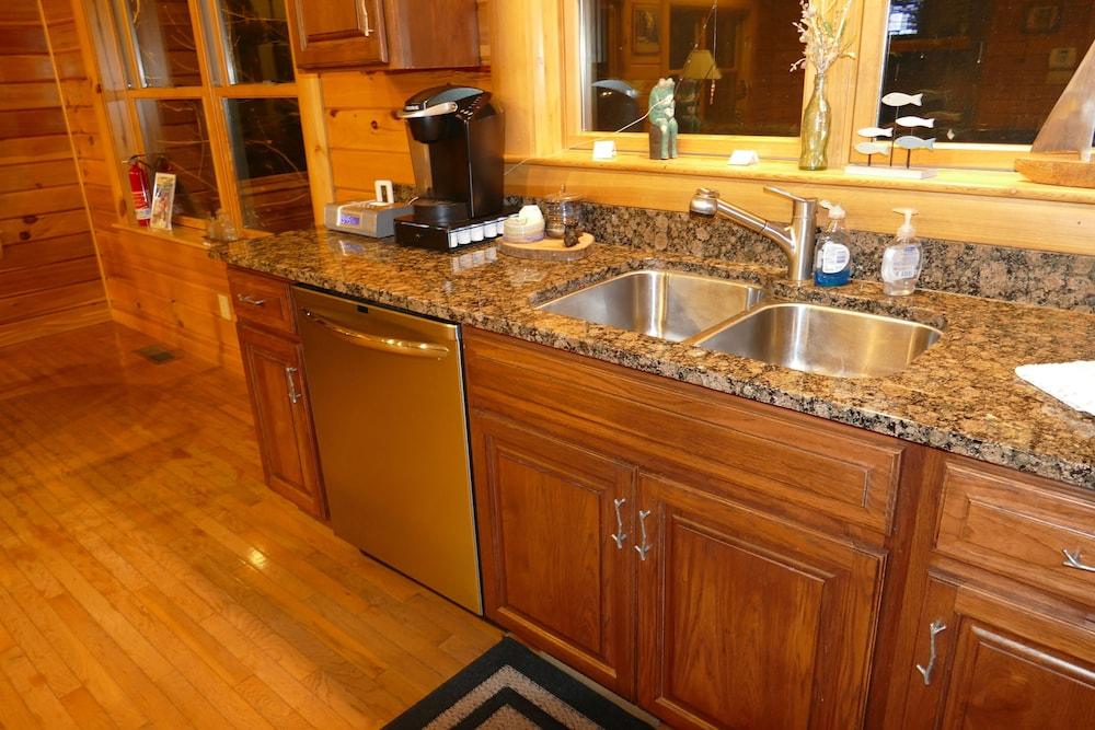 Private Kitchen, Kendall Retreat - 3BR Log Cabin Central to Deep Creek Lake and Nemacolin Resorts