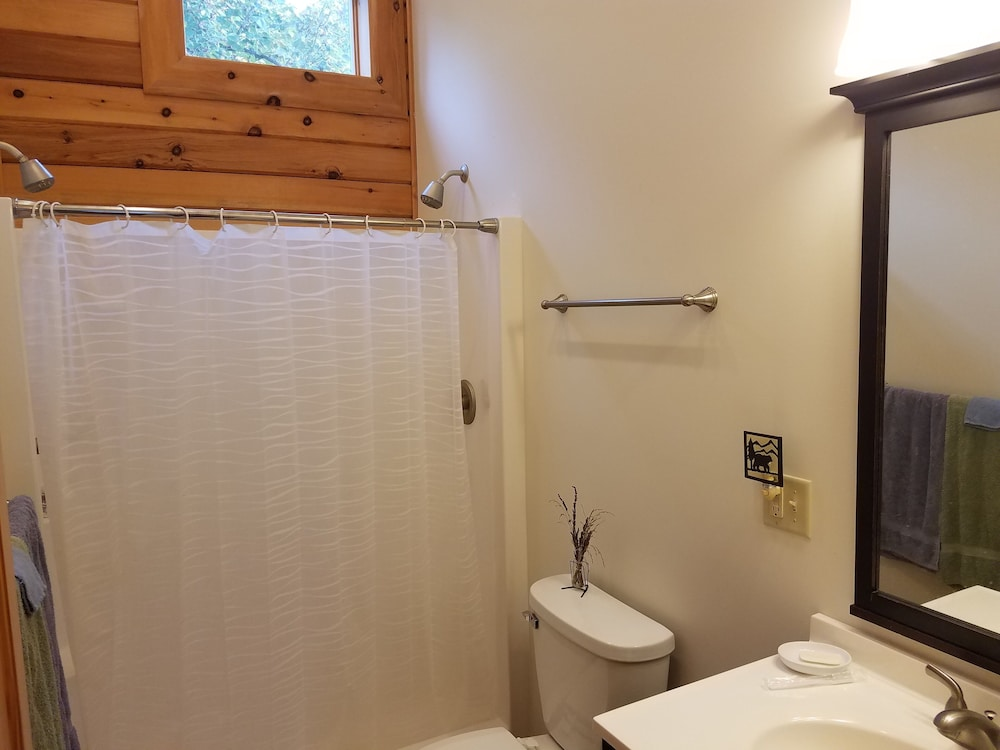 Bathroom, Kendall Retreat - 3BR Log Cabin Central to Deep Creek Lake and Nemacolin Resorts