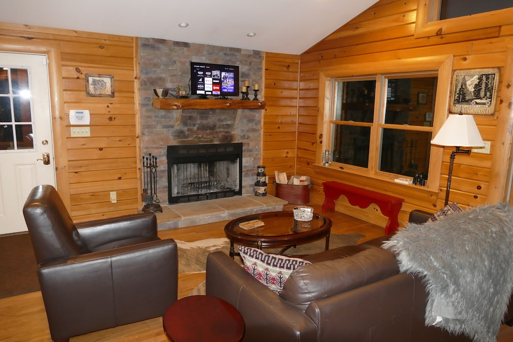 Living Room, Kendall Retreat - 3BR Log Cabin Central to Deep Creek Lake and Nemacolin Resorts