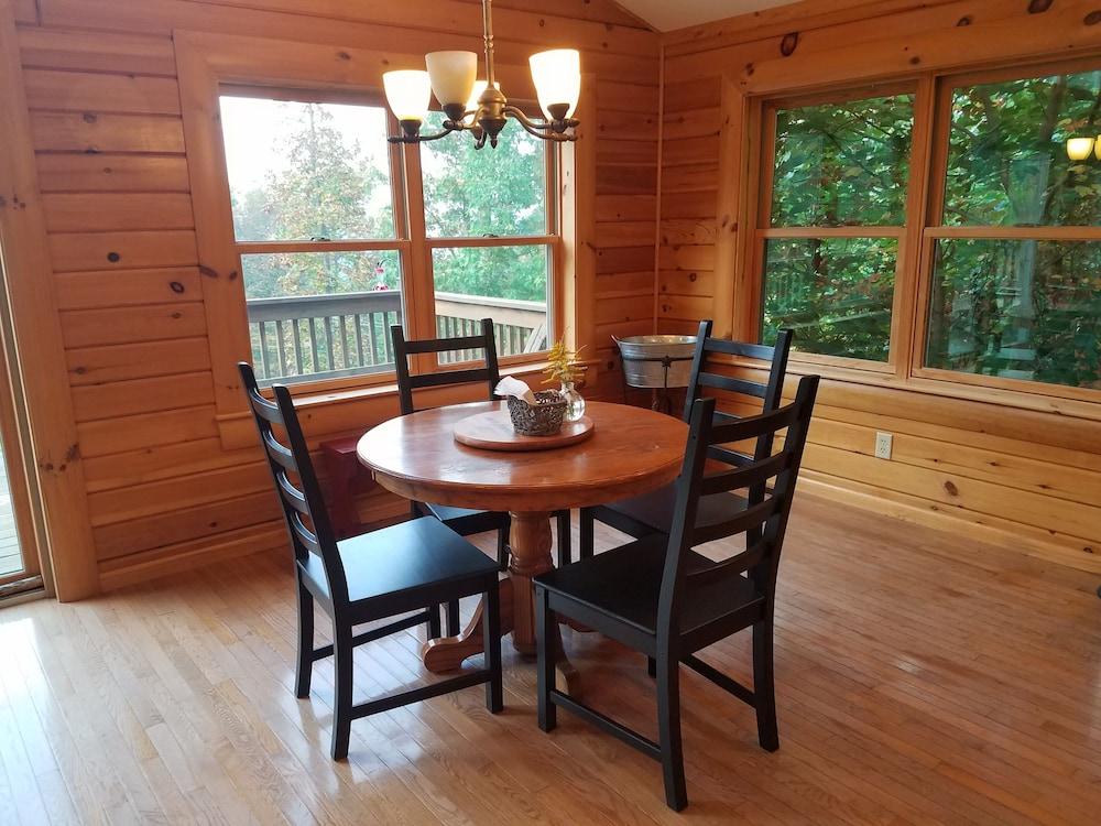 In-Room Dining, Kendall Retreat - 3BR Log Cabin Central to Deep Creek Lake and Nemacolin Resorts