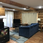 Cozy 2 Bedroom in Great Neighborhood With Garage