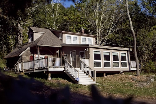 Cheerful Country Cabin On 5 Acres - Fall and Ski Season Rentals