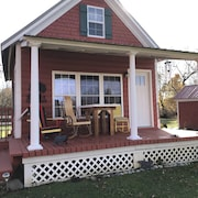 Adorable 1840 Fully Restored Cottage on 15 Acres That Sleeps 4 W/mountain View