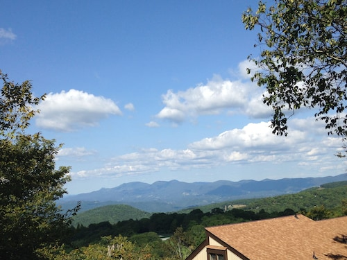 Beech Villa With Breathtaking Mtn Views!! 1 Mile to Resort With Club Access!