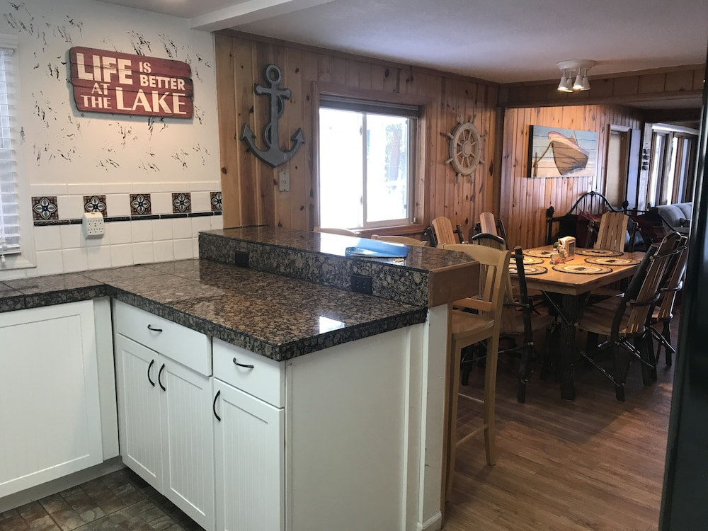 Private Kitchen, Serenity Beach Haus w/outdoor hot tub on Otsego Lake & Sandy Beach, A/C, Wi-fi!