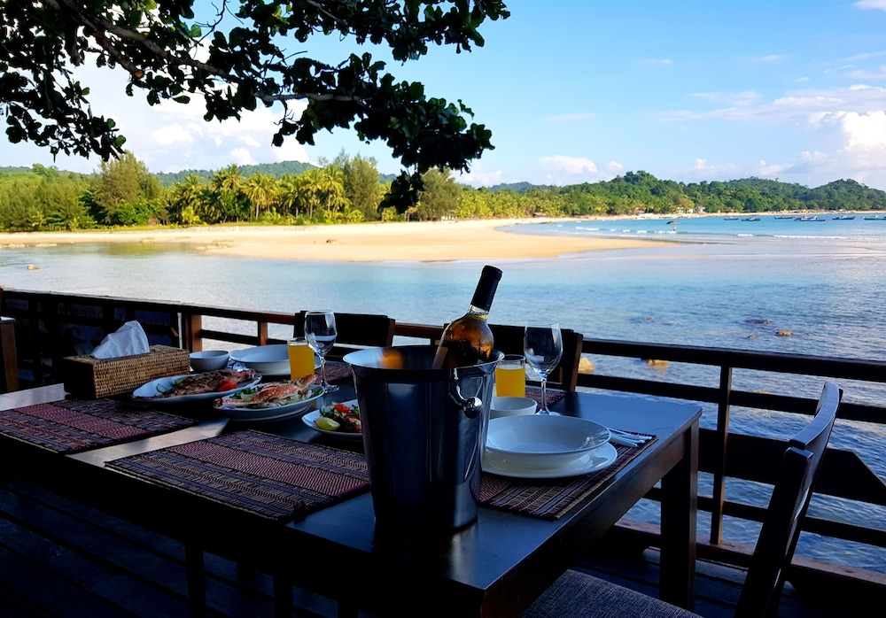 Outdoor Dining, Coconut Island Resort Ngapali