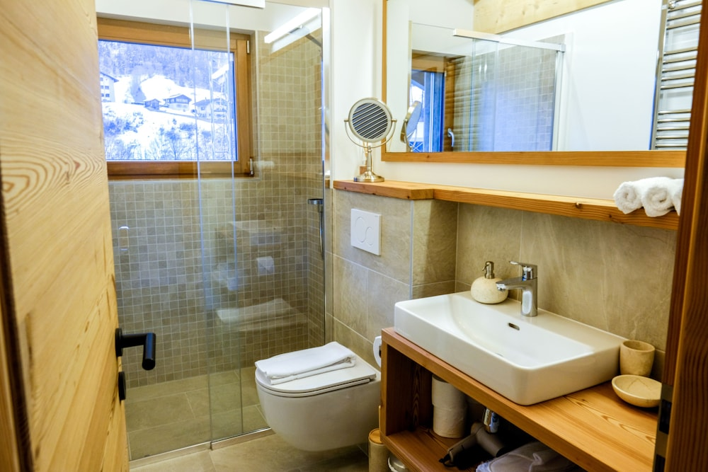 Bathroom, Üna Lodge