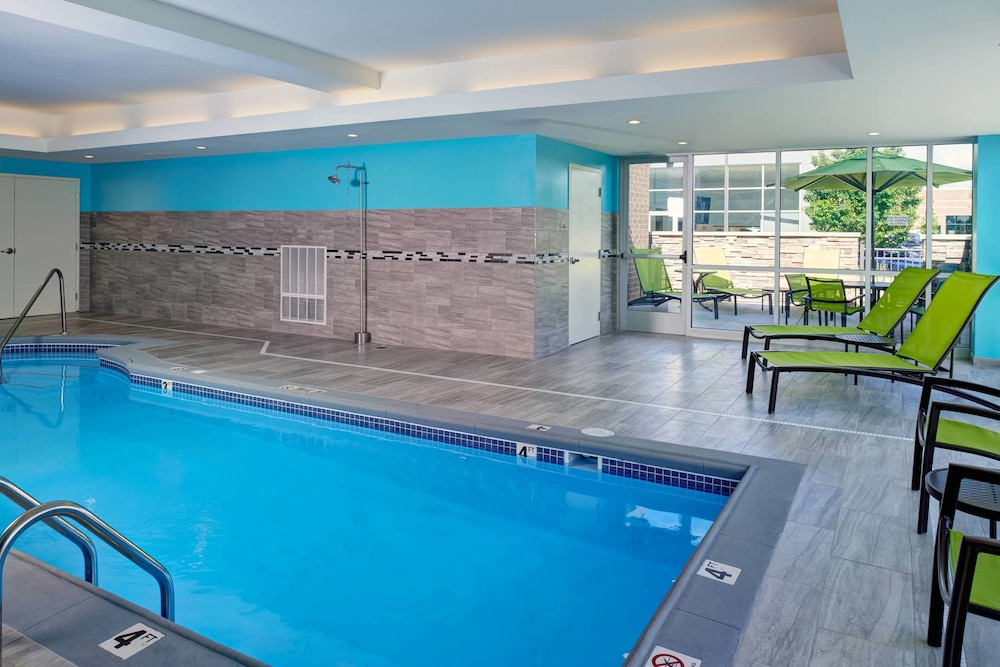 Pool, Springhill Suites Grand Rapids West
