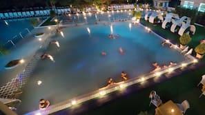 Piscina coperta, 3 piscine all'aperto
