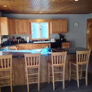 Spacious Four Season In-town Southwest Harbor Apartment. Minutes From Acadia