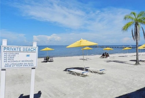 Beach Retreat Corner Unit W/ Bay, Sunset Views #410