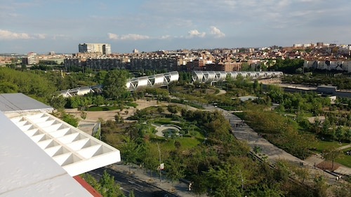 Apartment Madrid Rio Park, 4 Bedrooms,.aa, Piramides Station, Family Friendly