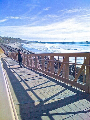Great Beach Access, Steps To The Sand, All New Decor, Beach Gear, Location