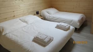Premium bedding, soundproofing, iron/ironing board, free WiFi