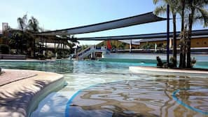 4 outdoor pools, open 6 AM to 9 PM, free cabanas, pool umbrellas
