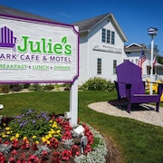Julie's Park Cafe and Motel
