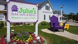 Julie's Park Cafe and Motel - Fish Creek Hotels