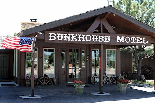 Check Expedia for Availability of Bunkhouse Motel