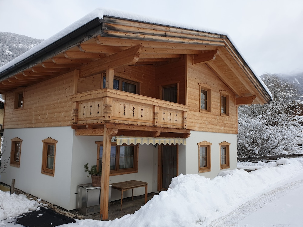 Featured Image, Tiroler Chalet Oetztal
