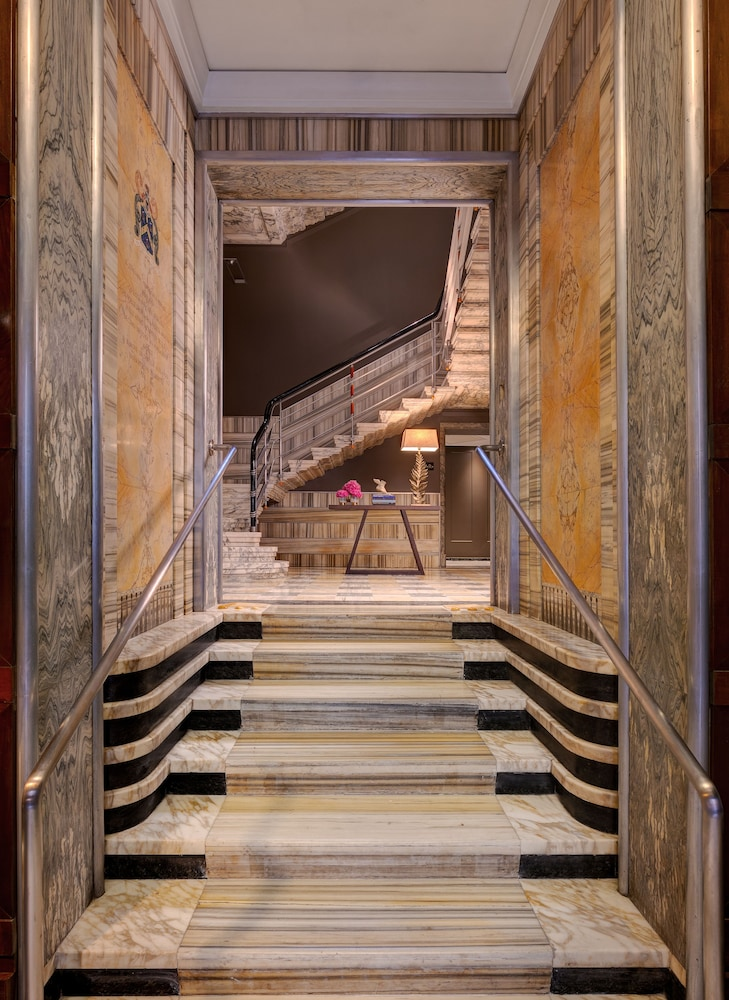 Interior Entrance, Singer Palace Hotel