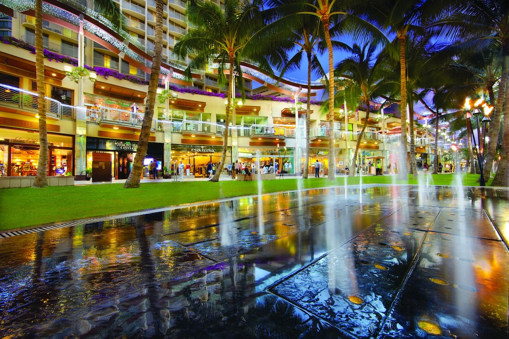 Designer store, Waikiki Beachcomber by Outrigger
