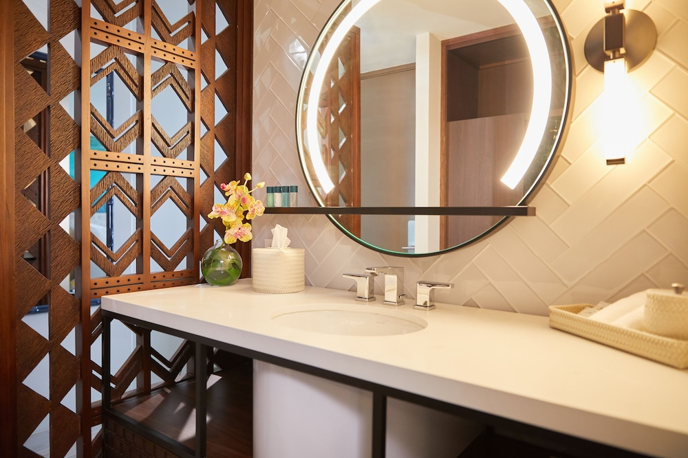 Bathroom, Waikiki Beachcomber by Outrigger