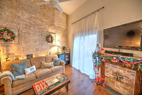 Great Place to stay 2019 IS Here - YOU Could BE Too!! 1br/1bth IN the Quarter! Come TO Stay & Play! near New Orleans