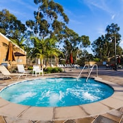 Hidden Gem of Newport Beach: 3bd Condo, Jaquzzi&pool&bbq Adjacent to the Park!