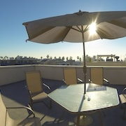 Great Venice Roof Deck Apartment on Walk Street to Beach With Parking