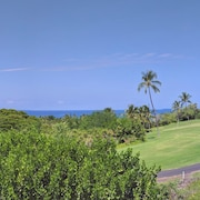 Bright and Airy 2nd Floor Ocean View Unit on the Kona Country Club Golf Course