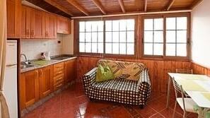 1 chambre, fer et planche à repasser, lits bébé, accès Internet