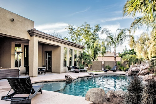 Stunning Luxury Home Heated Pool/spa Very Private and 1 Story