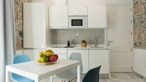 Full-sized fridge, microwave, hob, espresso maker