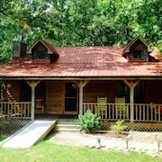 Charming & Cozy Cabin With HOT Tub! 2b/2b-minutes TO Fall Creek Falls State Park